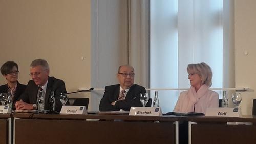Das Foto zeigt Franz Stumpf bei der Mitgliederversammlung der Bayerischen Krankenhausgesellschaft am 14. Dezember 2018 im Bayerischen Landtag.