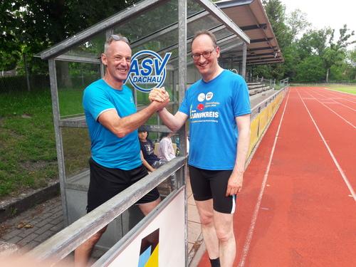 Fitnesstrainer Marcus Frank (links) und Bernhard Seidenath, MdL