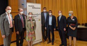 Beim Start dabei: Bernhard Seidenath (links), Gesundheitsminister Klaus Holetschek (3.v.r.) und Michael Hofmann, Bürgerbeauftragter der Staatsregierung (2.v.r.). Foto: CSU-Fraktion